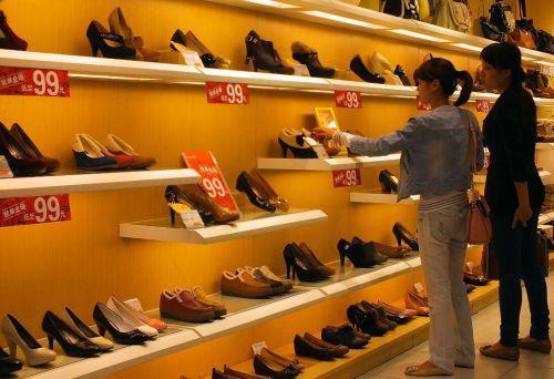 达芙妮、百丽……曾占中国女鞋半壁江山的它们为何没人买了?