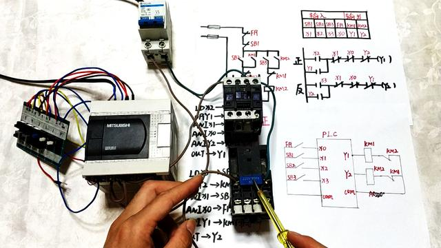 PLC入门:接触器互锁正反转电路演示,原理+实物接线,附带接线图