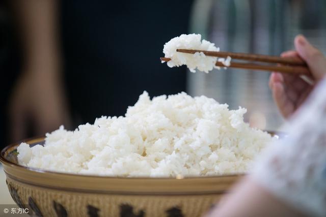 【宅男厨房】第一次吃方便米饭,开水冲泡米饭、自... -bilibili