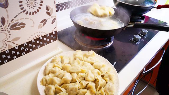 东北酸菜白肉火锅图片