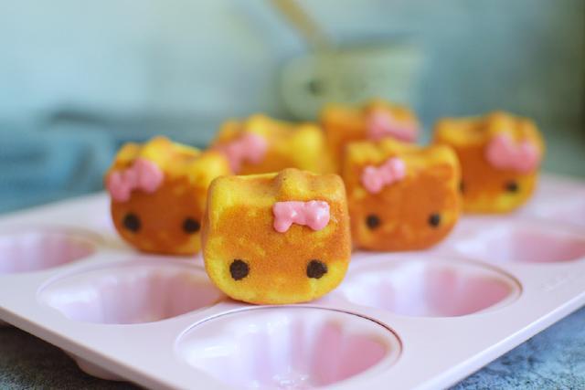 卡通小蛋糕顏值超高超萌,香香甜甜真好吃,孩子一口氣能吃好幾個