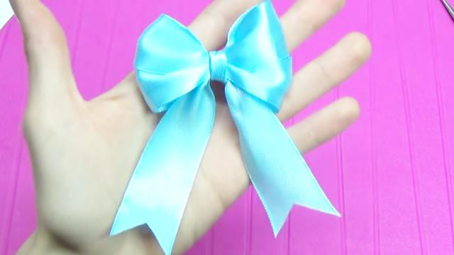 最时尚的2种蝴蝶结打法,非常简单,一看就会,你也赶紧试一试