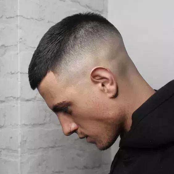 发型男生短发寸头