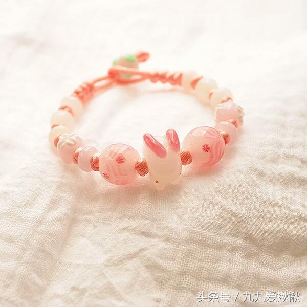 市场上的琉璃珠子非常好看,才10块钱一颗,可是想买的人却不多