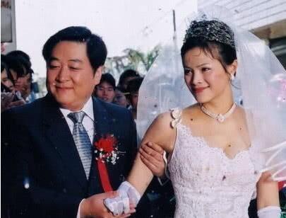 刘斌:四个孩子三个妈,三婚娶马蓉闺蜜遭搬空家产,57岁现状堪忧