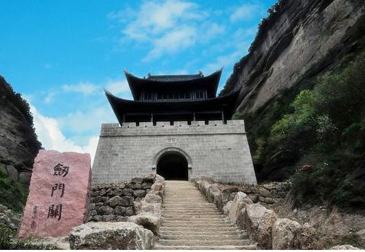 四川有个地方叫剑门关,险要程度一点不比华山差,广元主流综合...