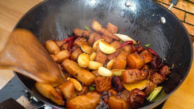 大蒜红烧肉——菜谱做法详细步骤