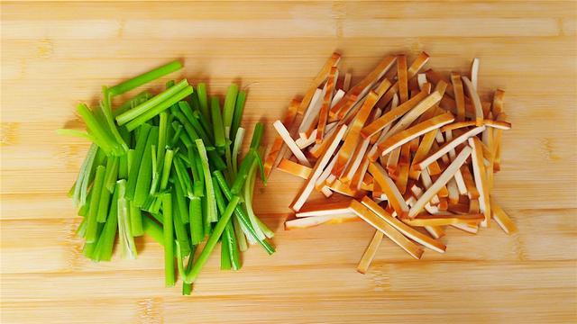 芹菜炒豆腐干怎么做_芹菜炒豆腐干的做法_豆果美食