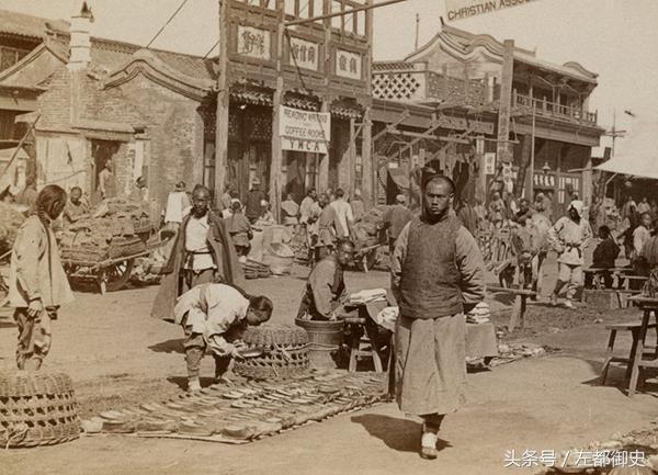 八国联军进北京后,他们是如何在紫禁城炫耀的,都干了什么?