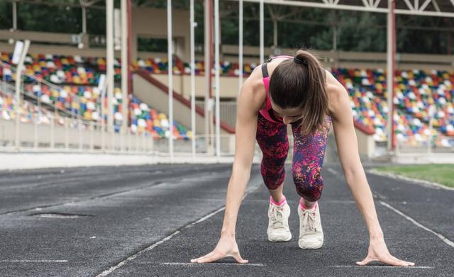 跑步的运动规律有哪些_女性原地跑步小腿会粗吗_... -大众养生网