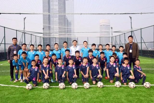 学校的足球场作文_中国高校网