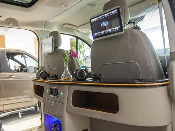 耐克萨斯福特B型房车采用商务布局,旅居配置齐全的多功能露营车