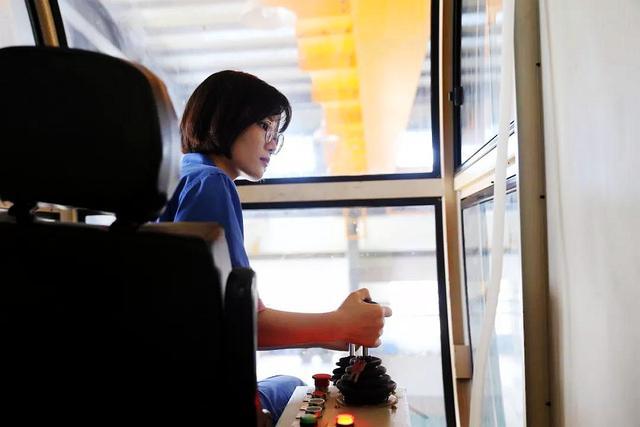 深圳航空的空姐刘苗苗的美照