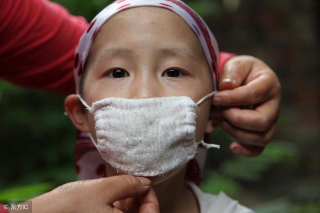9岁女儿确诊白血病没及时住院治疗,病情恶化后母亲自责:都怪我