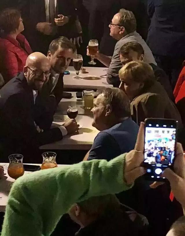 一个人喝啤酒图片真实