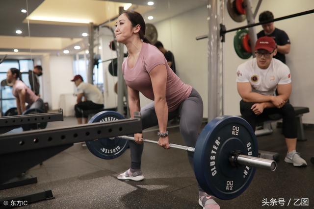 """女孩十年练成""""金刚芭比"""",称找男友一定要有肌肉,要能镇住自己"""