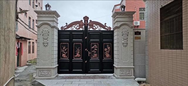 专业定制各种铁艺,铝艺大门、围栏、护栏,联系电话18948985486