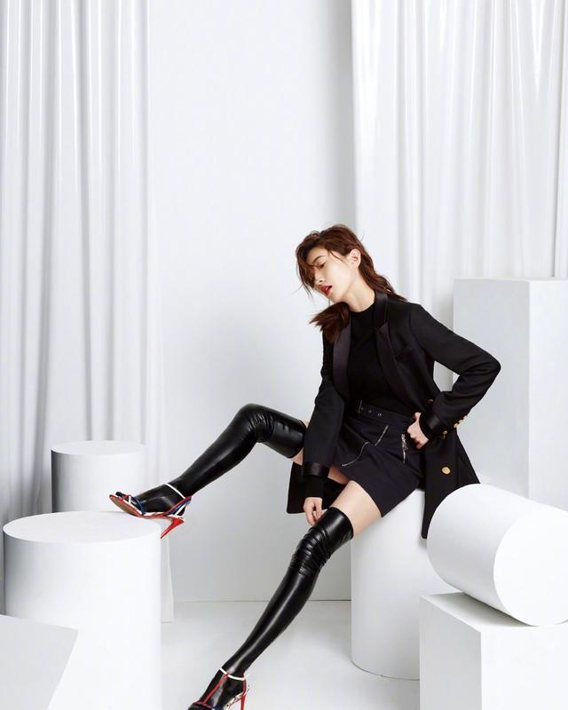 摄影:爱穿长筒袜的美少女,你能帮她选出她的最爱长... _东方头条
