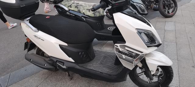 踏板车摩托车