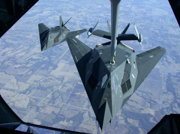 模拟歼20?全世界隐身性能最强的F117,退役12年来一直在扮假想敌