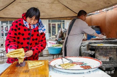 农村大集上农民夫妻俩做小本生意,一集卖近千元,一家人其乐融融