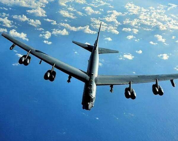 B-52到底有多大?把它P到核动力航母上比就明白了