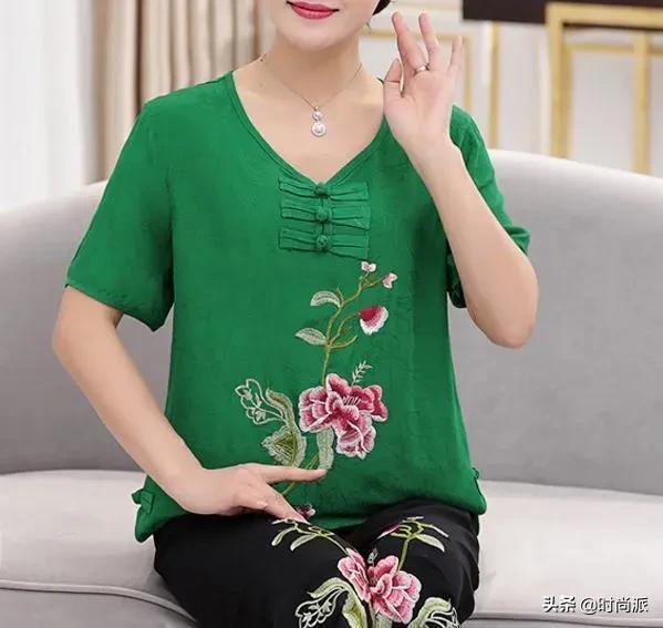 """阳春三月,670后女人特适合穿""""棉麻套装"""",搭平底鞋"""