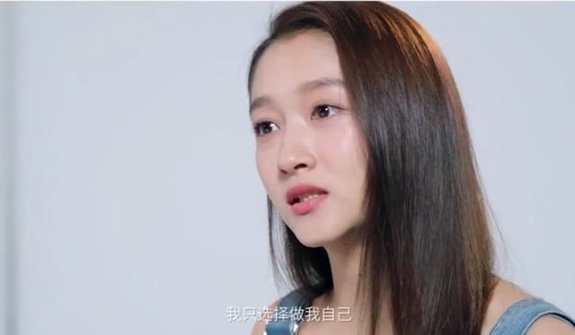 关晓彤为什么从来不留刘海?当看到她的齐刘海后,网友:还我女神