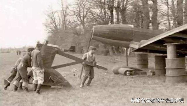 二战后期英国用木头炸弹炸德国新修的机场