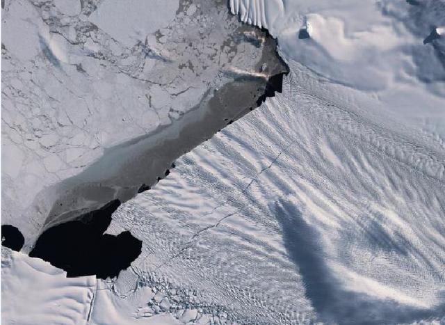 南极又发现一条30公里裂缝!或将超过2017年的267平方公里冰川流失
