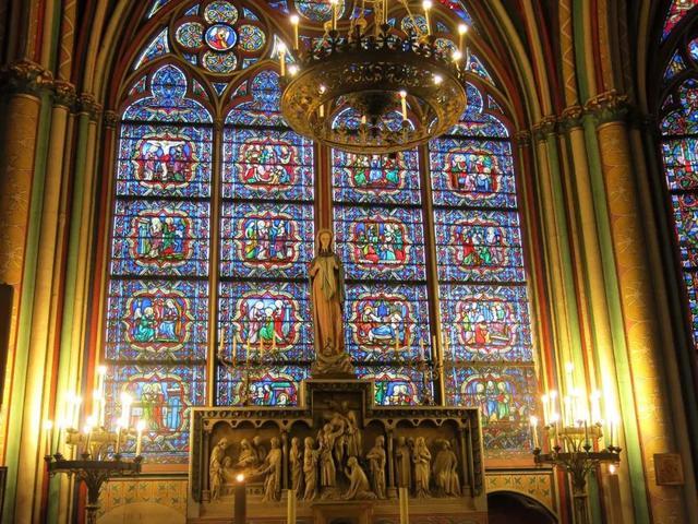 巴黎圣母院遭遇火灾