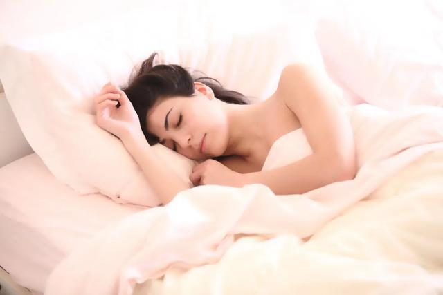 孕期究竟要怎么睡,才能既不伤娃也不伤身?