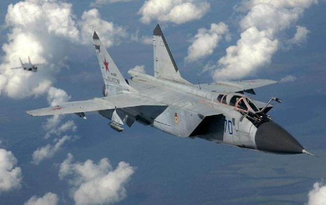 俄罗斯全新隐身战机曝光,速度堪比歼20两倍,专家:导弹都追不上