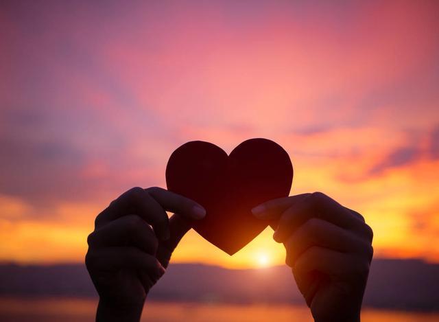 Ella塔罗测试爱情:抽一张爱情牌,看她对你有几分信任?