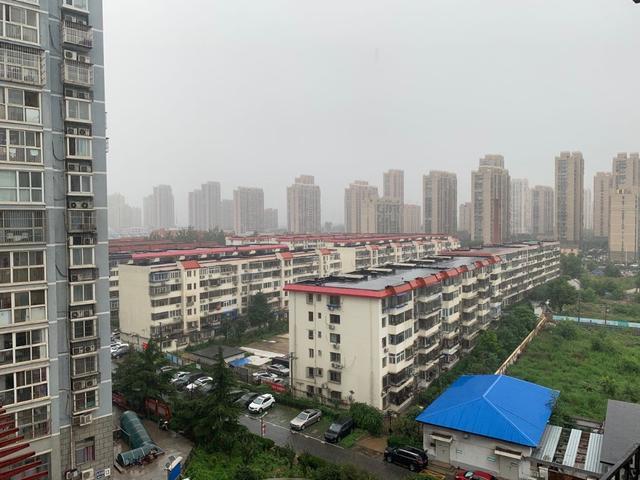 """出门带伞!北京今日雷雨""""打卡""""雷电黄色预警生效中"""