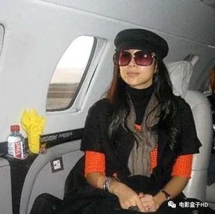 国内10位拥有私人飞机的明星,最贵的需要3个亿_人人刊_新浪博客