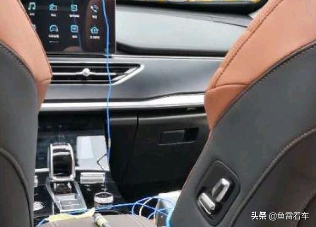 颇为意外,竟然没有带鱼屏,奇瑞瑞虎8Plus内饰现身专利申报图