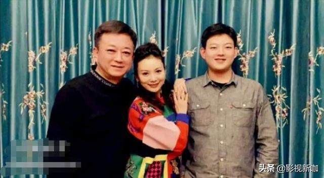 朱军一家三口罕见同框,18岁儿子帅气阳光,身高已超过父亲