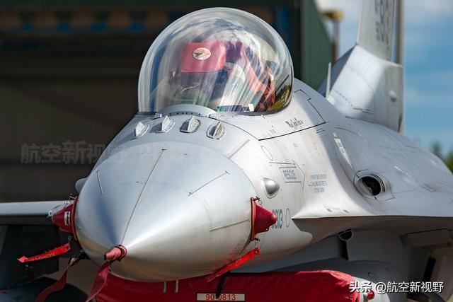 中国空军新式战机开始连年大批量服役 俄罗斯空军20多年在退步