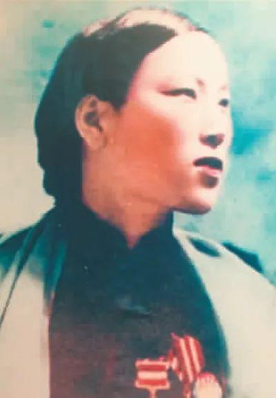 申纪兰辞世:癌症晚期仍赴京开会,其间病发住院,去世前两天体力不支仍坚持坐起