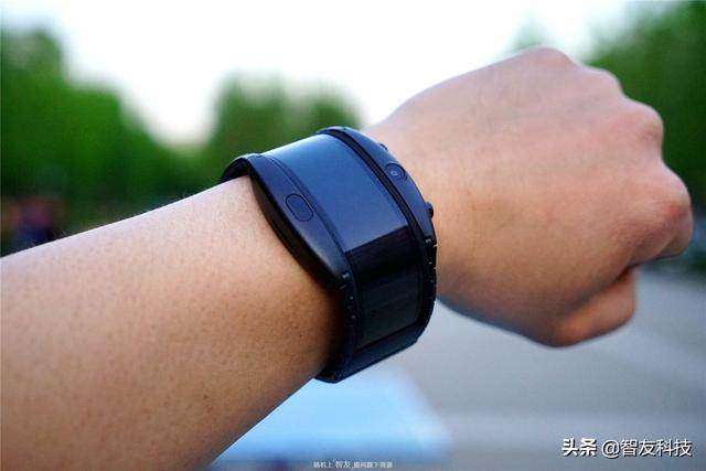 最强智能手表?还是简化手机?努比亚柔屏腕机阿尔法体验