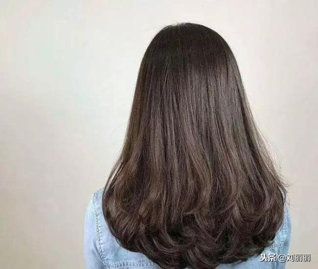 时尚发尾翻翘卷发发型😍😍😍😊如果是短发的妹子不... -新氧美容整形