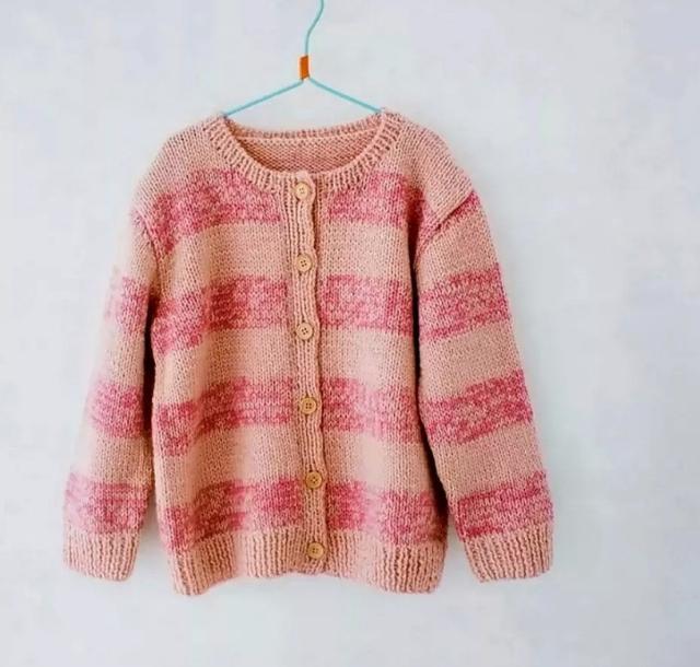 鑫妈编织:男女宝宝都适合穿的幸福树小开衫(附详细编织过程)