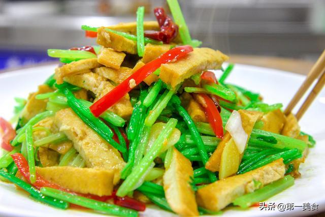 【步骤图】豆干炒芹菜的做法_豆干炒芹菜的做法步骤_... _下厨房