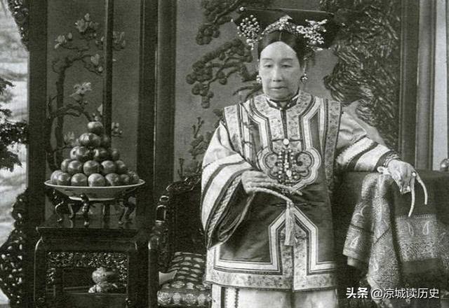 北京挖李莲英墓,开馆后,专家个个面面相觑,孙殿英:幸亏我没挖