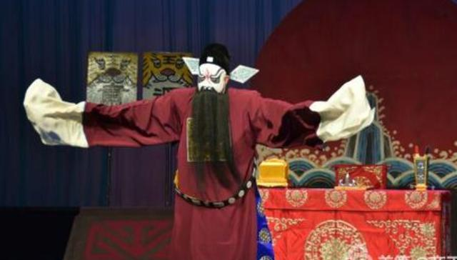 关汉卿戏曲中的官员形象及描写艺术手法