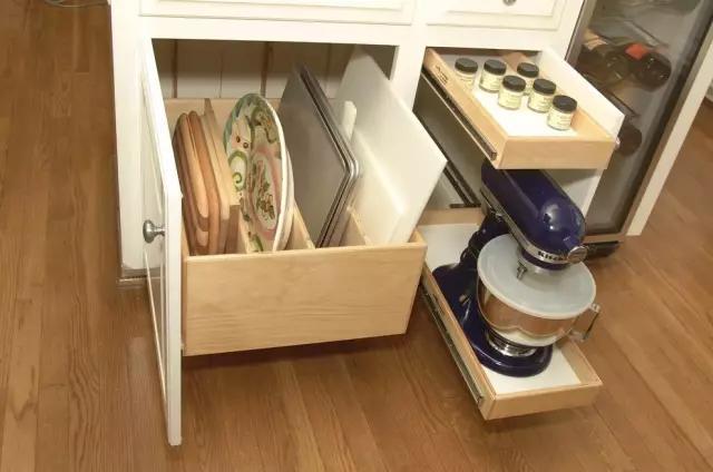 把收纳放在角落,小户型就不会显得拥挤了,好实用的设计
