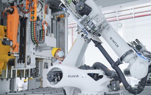 机器人如何造恒驰?探秘最牛汽车生产基地