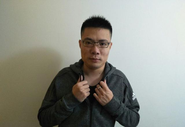 卢本伟与uu游泳照