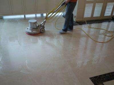 我想知道瓷砖地板怎么打蜡